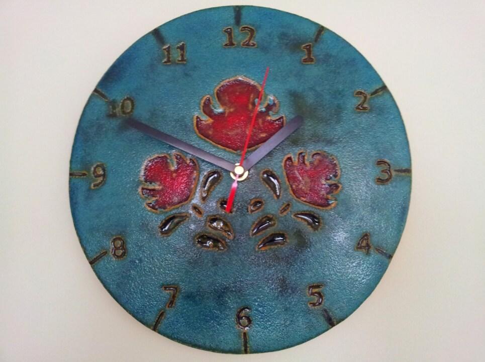 zegar w czerwone kwiaty