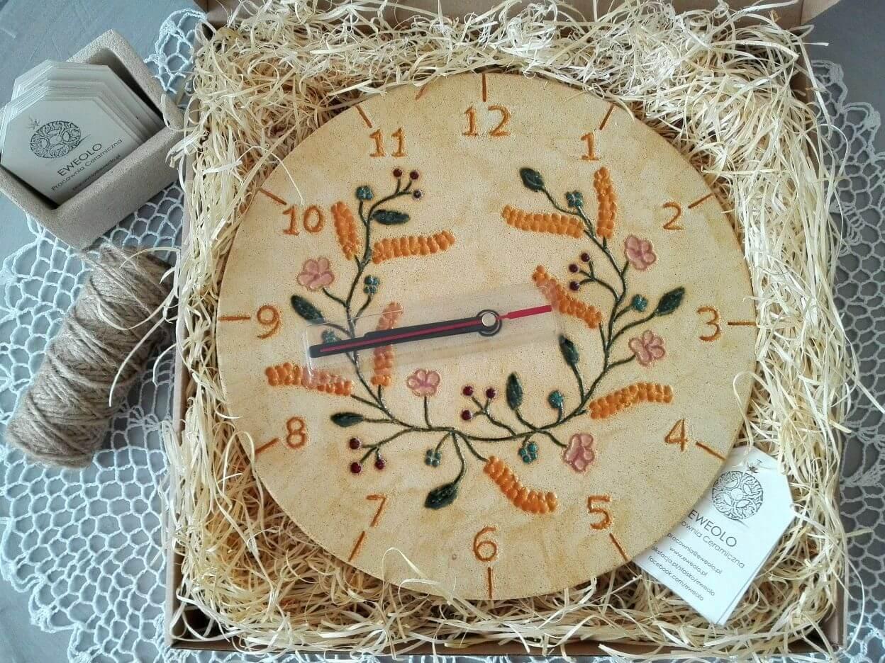 zegar na prezent rękodzieło