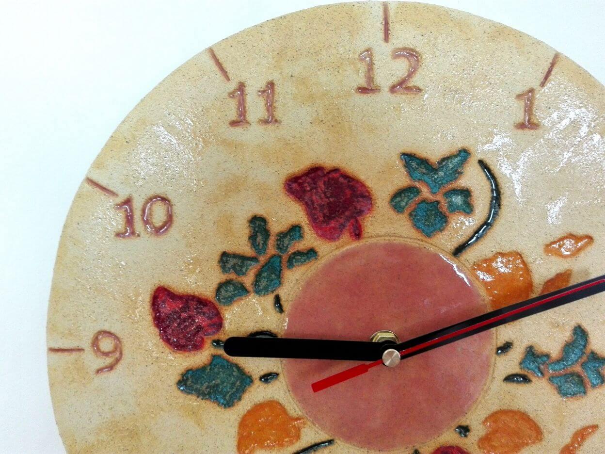 zegar kwiaty gliniany
