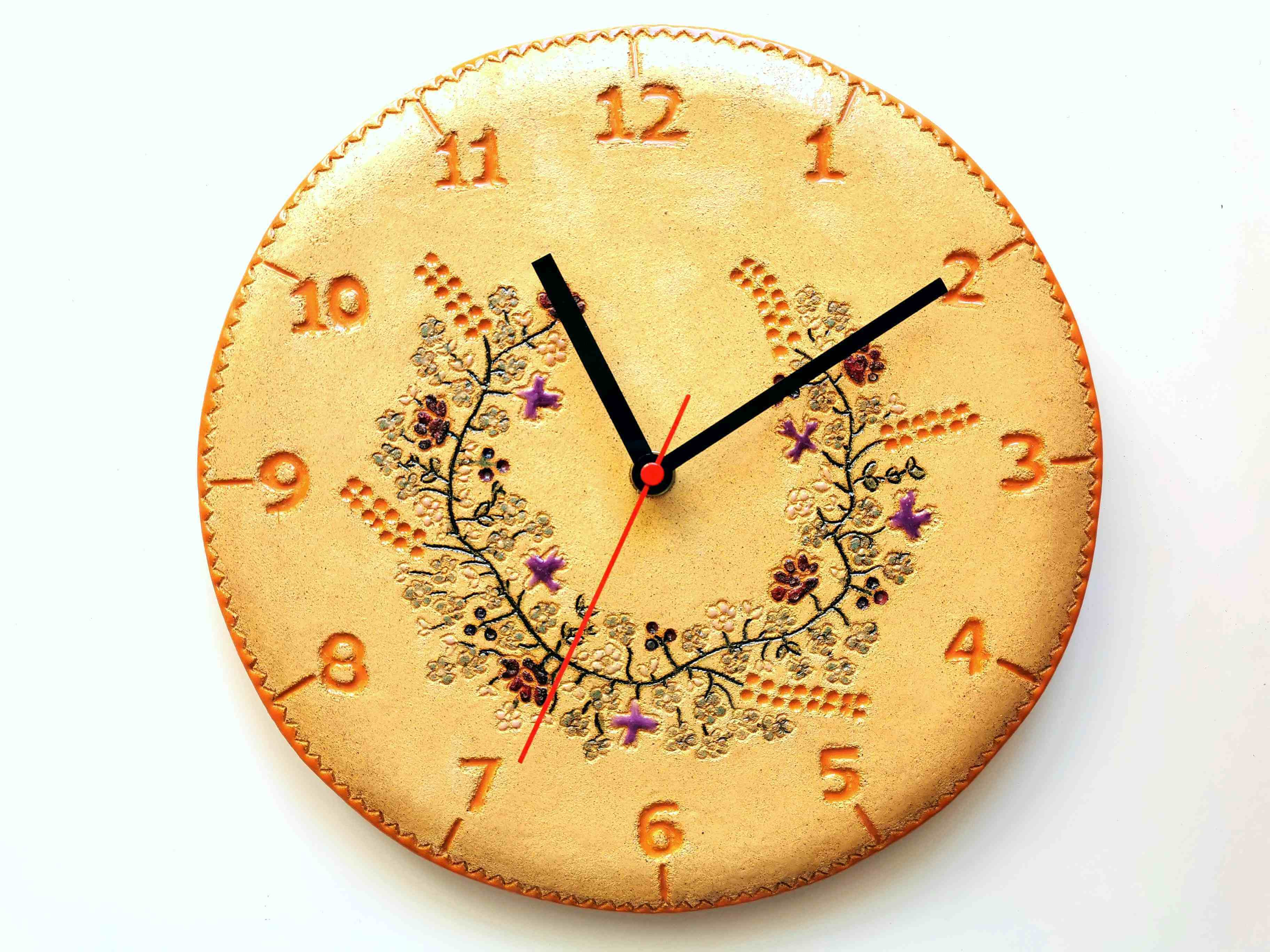 zegar ręcznie wykonany z gliny