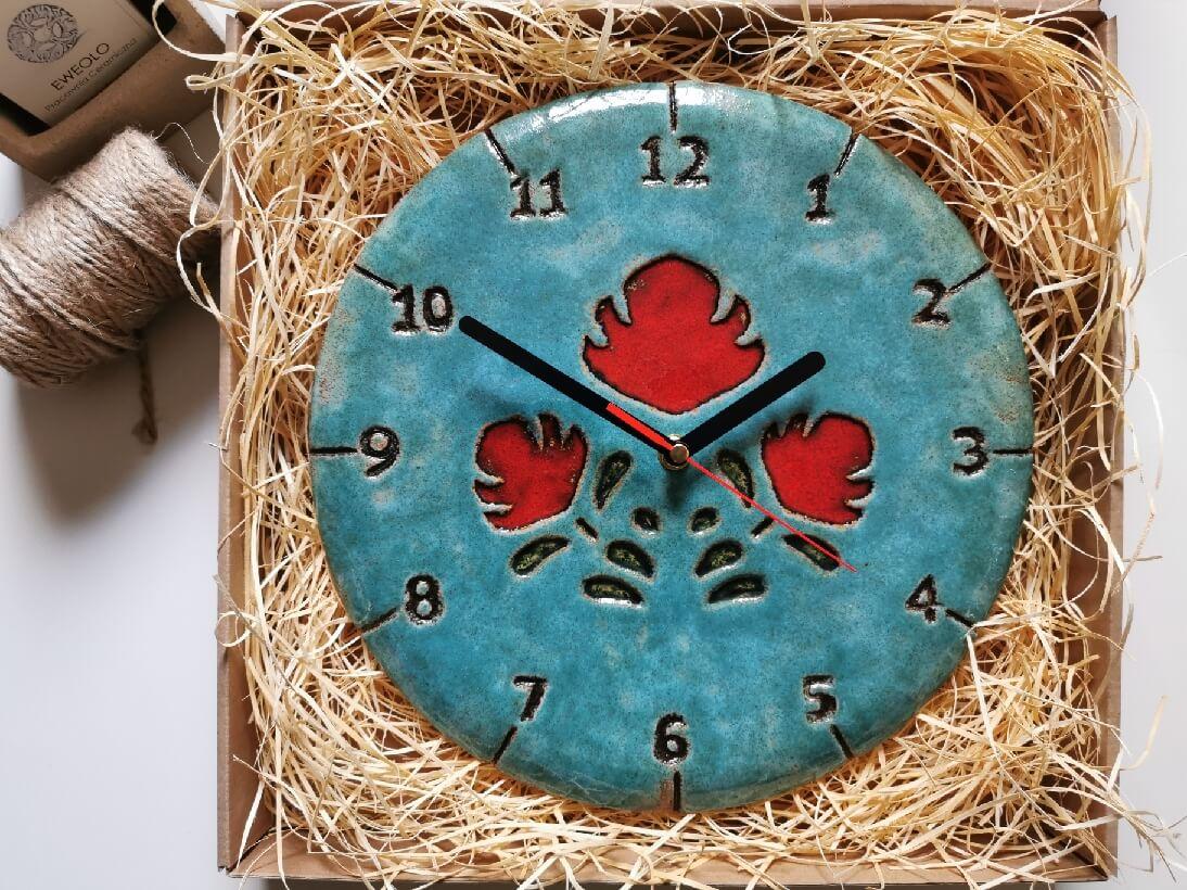 eweolo-niebieski-zegar-czerwone-ludowe-kwiaty