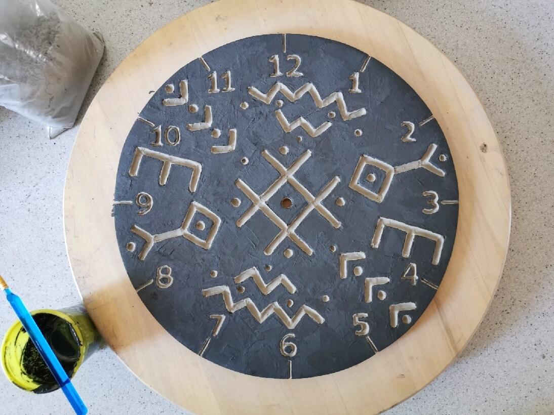 Zegar poszkliwiony tuż przed wypałem w 1060st.C