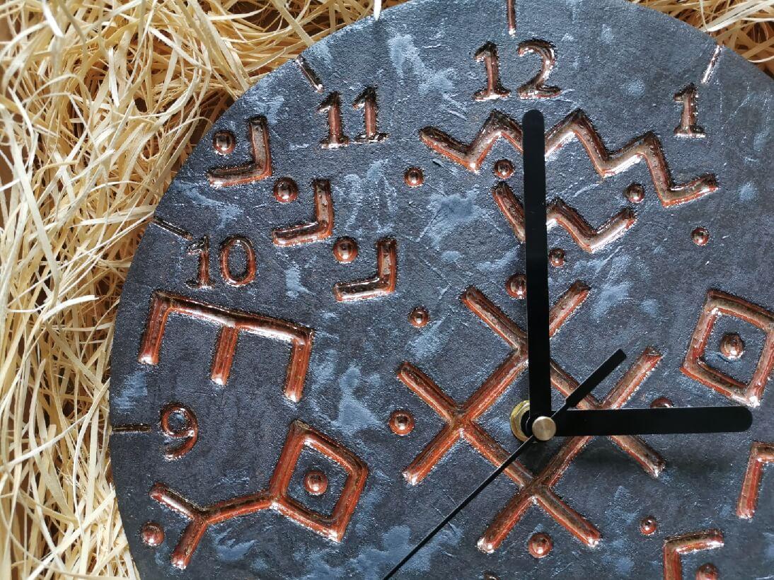 Zegar ceramiczny runy