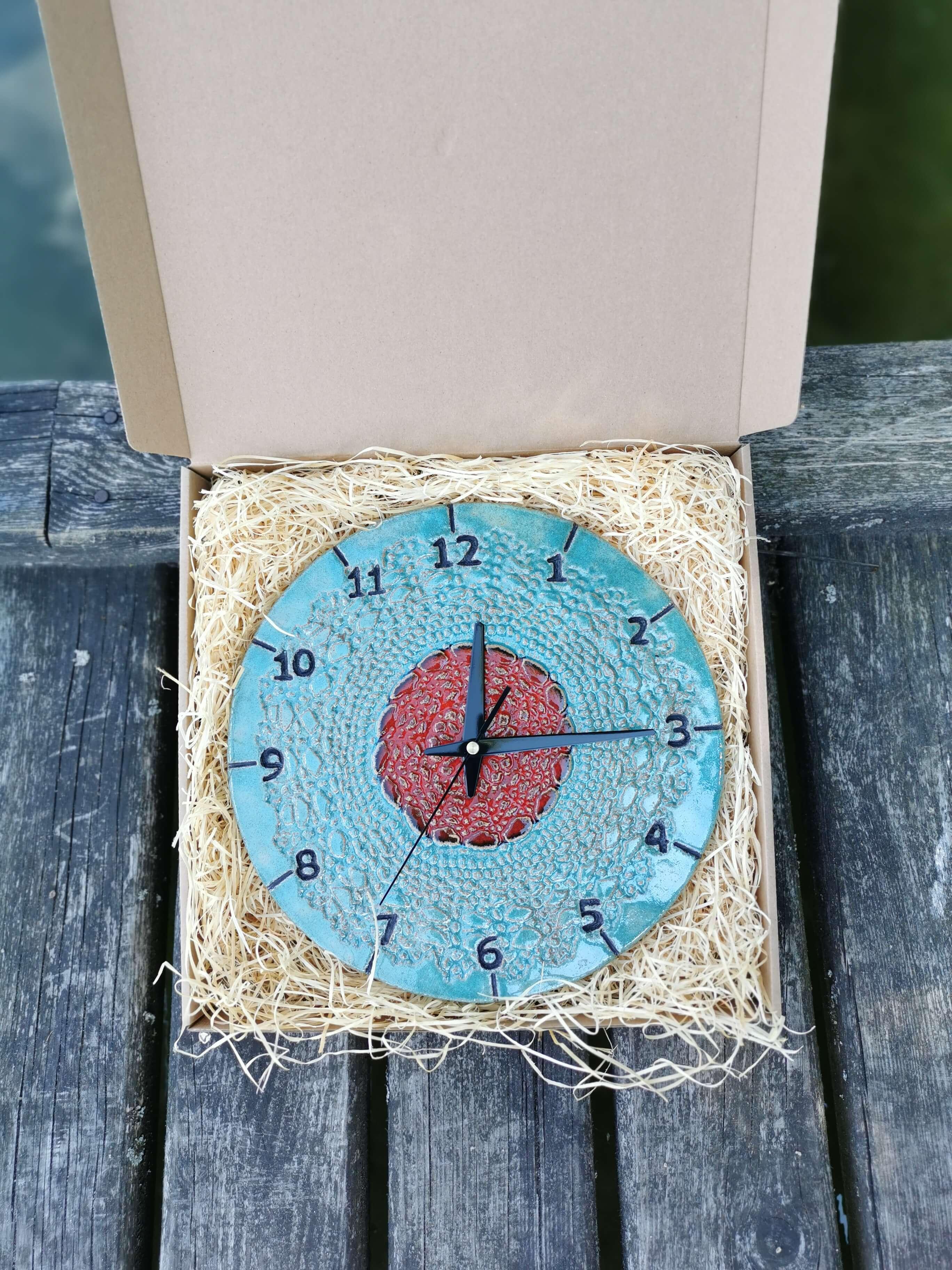 niebieski-zegar-scienny-eweolo-recznie-lepiony