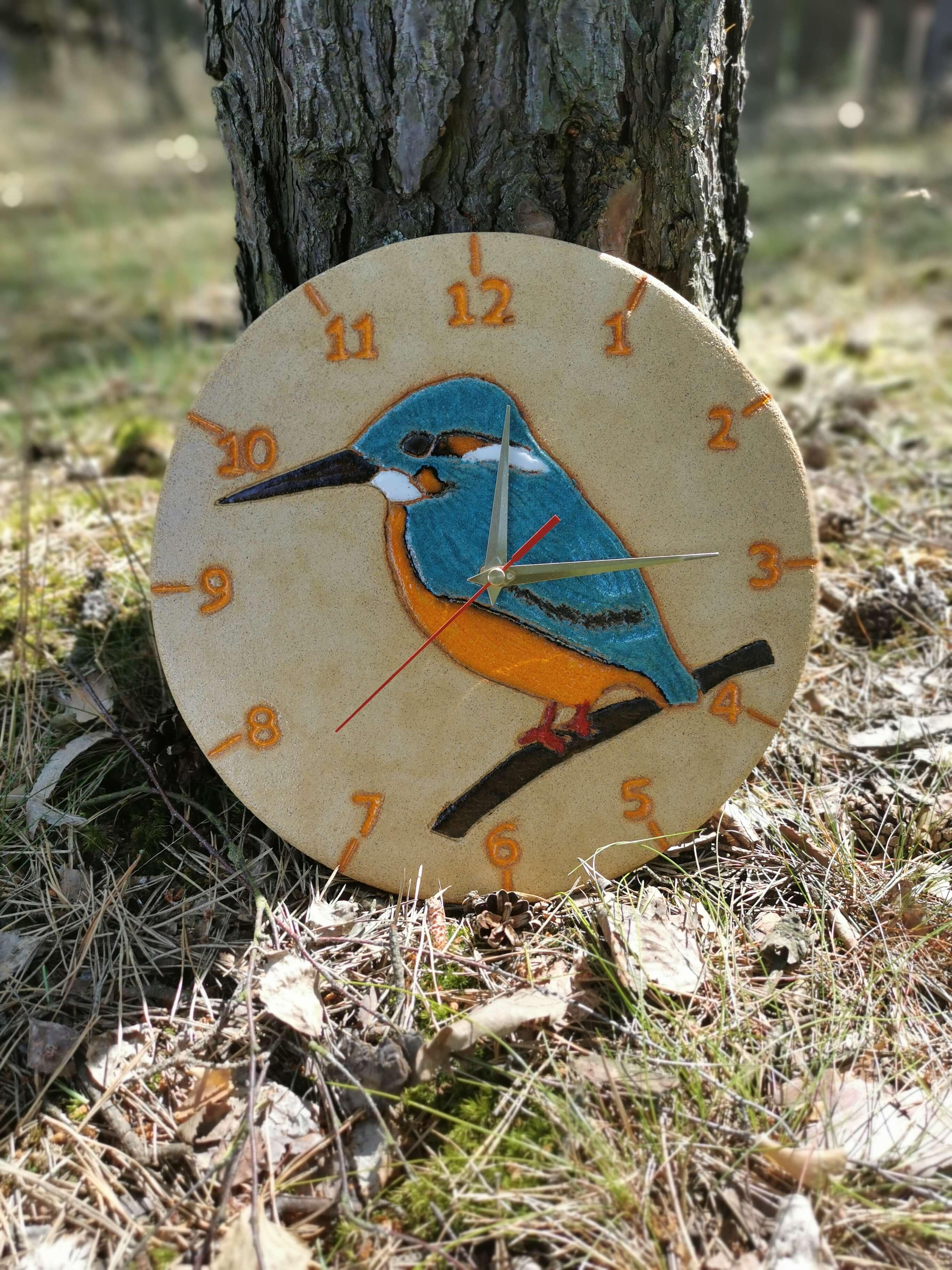 ptasi-zegar-zimorodek-na-sciane